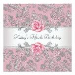 Der Geburtstags-Party der rosa Rosen-Damast-Frau Individuelle Ankündigung
