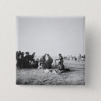 Der Geist-Tanz, South Dakota, 1890 (b/w Foto) Quadratischer Button 5,1 Cm