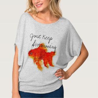 """Der Goldfish-""""behalten Sie Schwimmen einfach"""" T-Shirt"""