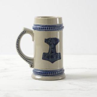 Der Hammer-Mjölnir des Thors in Blau- Bierglas