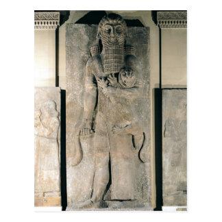 Der Held Gilgamesh, der einen Löwe hält Postkarte