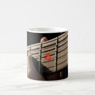 Der Herz-Gitarren-Entwurf Kaffeetasse