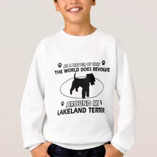 Der Hund rotiert um mein LAKELAND TERRIER Sweatshirt