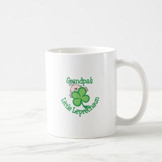 Der kleine Kobold des Großvaters Kaffeetasse