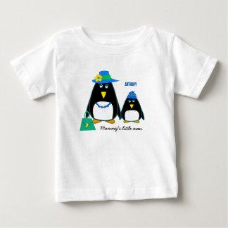 Der kleine Mann der Mama. Name-WeihnachtsT - Baby T-shirt