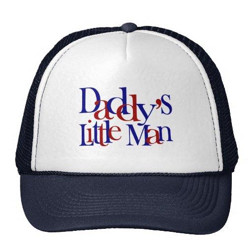 Der kleine Mann des Vatis Baseballkappe