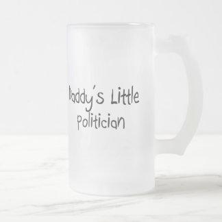 Der kleine Politiker des Vatis Tasse