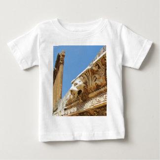 Der Kopf des geschnitzten Löwes in Baalbek Baby T-shirt