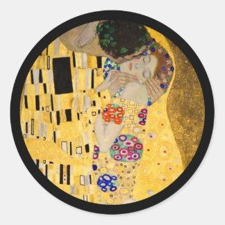 Der Kuss auf strukturiertem Hintergrund Runder Aufkleber