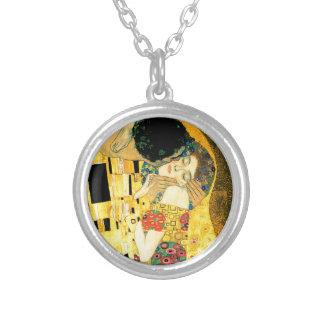 Der Kuss durch Kunst Nouveau Gustav Klimt Versilberte Kette
