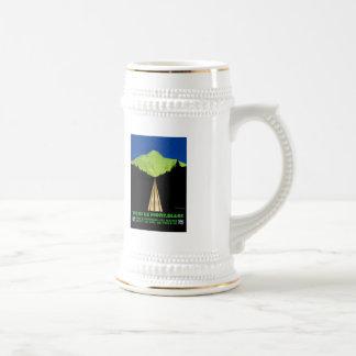 Der Montblanc-Alpen-Vintages Reise-Plakat Bierglas