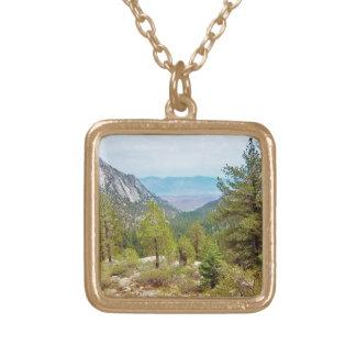 Der Mount- Whitneyhinteransicht #1: Die Ansicht; Vergoldete Kette