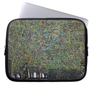 Der Park durch Gustav Klimt, Vintage Kunst Nouveau Laptop Sleeve
