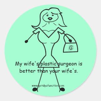 Der Plastikchirurg meiner Ehefrau ist besser als Runder Aufkleber