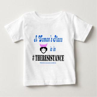 Der Platz einer Frau ist im #TheResistance Baby T-shirt