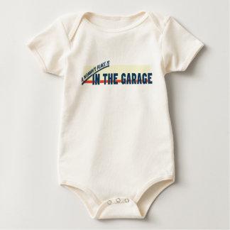 Der Platz einer Frau ist in der Garage Baby Strampler