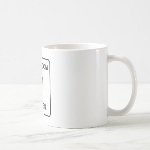 Der Restroom-Zeichen der lustigen Frauen Kaffee Tassen