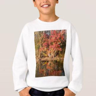 Der rote Baum am Sonnenuntergang Sweatshirt