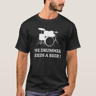 Der Schlagzeuger benötigt ein Bier! T-Shirt