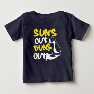 Der SONNE heraus SCHIESST heraus BEHÄLTER T-Stück Baby T-shirt