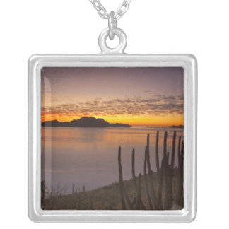 Der Sonnenaufgang über Isla Danzante im Golf von 2 Versilberte Kette