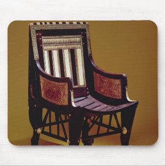 Der Stuhl des Kindes, vom Grab von Tutankhamun Mousepads