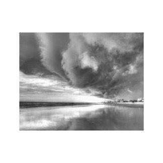 Der Sturm auf neuem Smyrna Strand (Schwarzweiss) Leinwanddruck