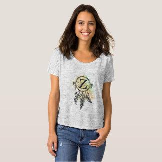 Der T - Shirt der Frau des Buchstaben Z