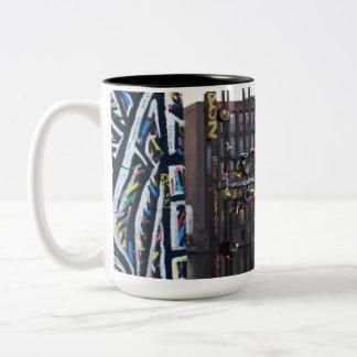 Der Verschluss der Liebe! , Berlin-Erinnerungen - Zweifarbige Tasse