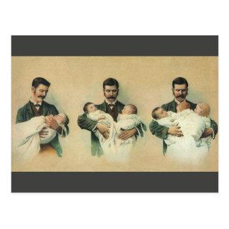 Der Vintage Vatertag, Mann, der Dreiergruppe-Babys Postkarte
