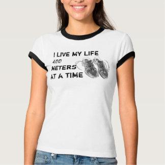 Der Wecker der Damen - das Leben 400 Meter auf T-Shirt