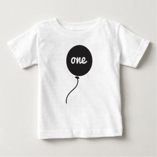 Des Babys erstes Weiß der Geburtstags-des Shirt-| Baby T-shirt