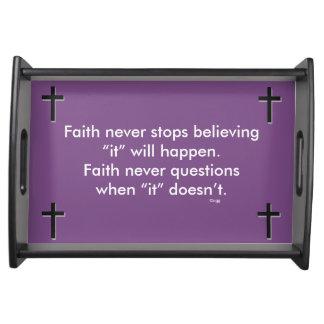 Des Glauben-Körper-Kreuz nie Serviertablett