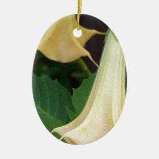 des Trompete-Gelbs der Engel 206a nahes hohes Keramik Ornament