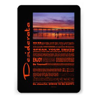 Desiderata-Gedicht-bunter Sonnenuntergang hinter Ankündigungskarten