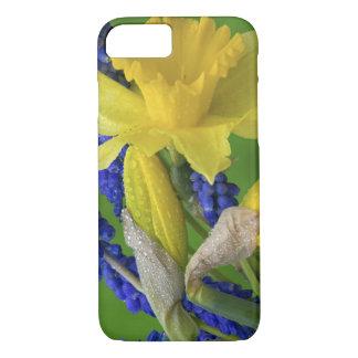 Detail der Narzissen- und Hyazinthen-Blumen. iPhone 8/7 Hülle