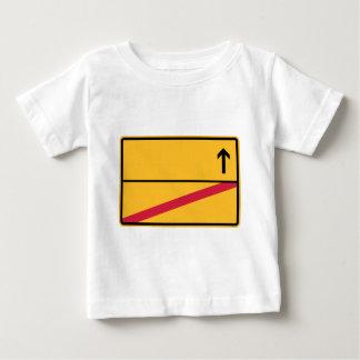 Deutsches Ortsschild, Ortsausfahrt Baby T-shirt