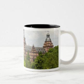 Deutschland, Bayern, Bayern, Aschaffenburg. Zweifarbige Tasse