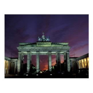 Deutschland, Berlin. Brandenburger Tor nachts Postkarte