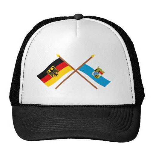 Deutschland und Bayern Flaggen, gekreuzt Truckerkappen