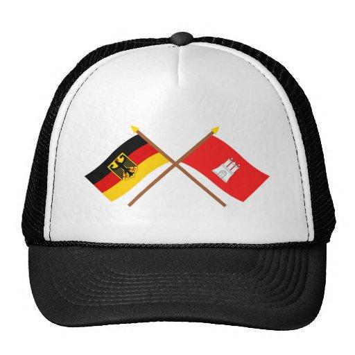 Deutschland und Hamburg Flaggen, gekreuzt Retrokultmützen