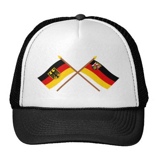Deutschland und Rheinland-Pfalz Flaggen, gekreuzt Caps