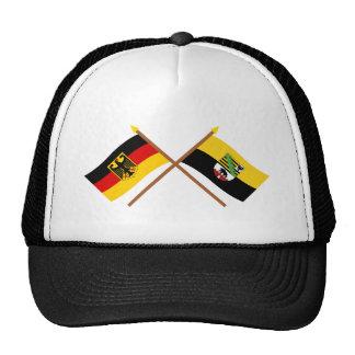 Deutschland und Sachsen-Anhalt Flaggen, gekreuzt Kappen