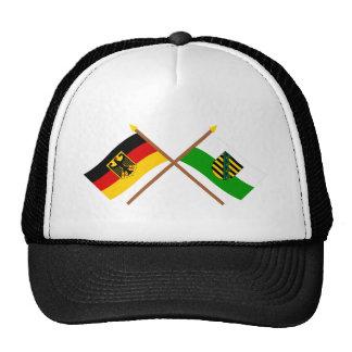 Deutschland und Sachsen Flaggen, gekreuzt Baseballcap