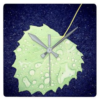 Dewy Blatt-Quadrat-Wanduhr Quadratische Wanduhr