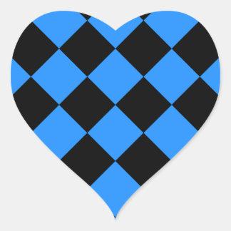 Diag kariert - Schwarzes und Dodger-Blau Herz-Aufkleber