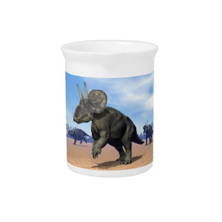 Diceratops/nedoceratops Dinosaurier in der Wüste Krug