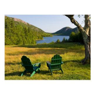 Die Adirondack Stühle auf dem Rasen des Jordaniens Postkarte