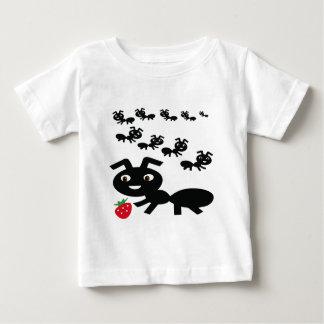 Die Ameisen gehen marschierender Entwurf Baby T-shirt