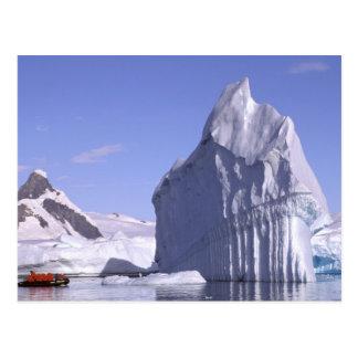 Die Antarktis, antarktische Halbinsel. Zodiak und Postkarte